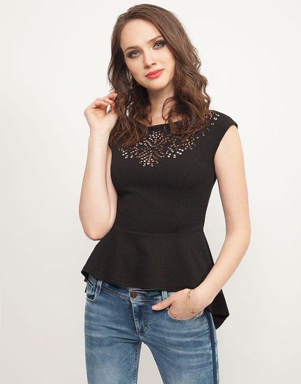 женские блузы: с баской черная со стразами