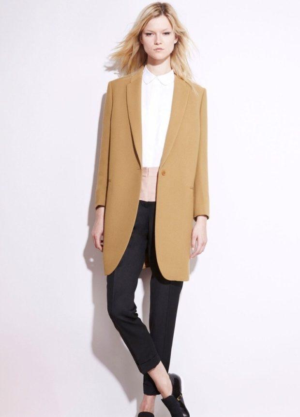 Модные пиджаки осень зима: удлиненный бежевый