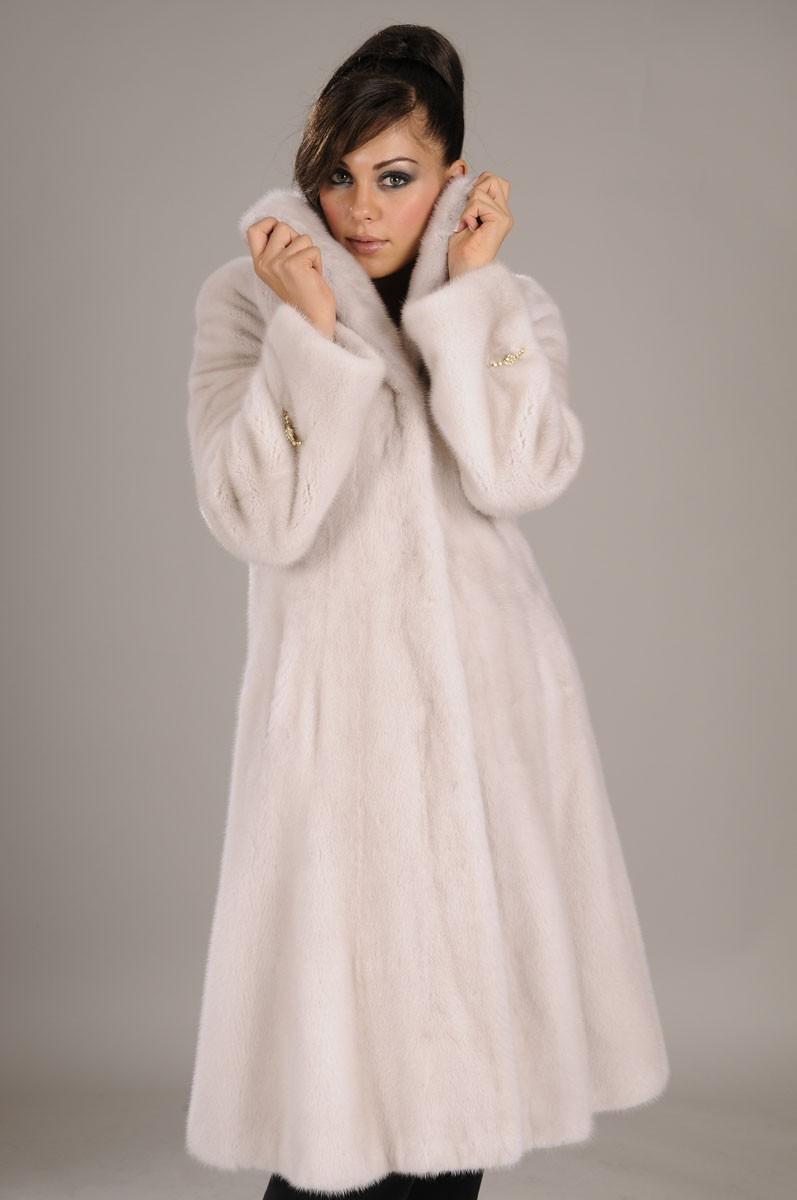 модные шубы 2018: норковая белая приталенная