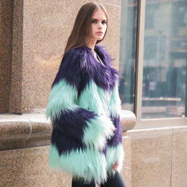 модные шубы 2019-2020: яркая фиолетовая с голубым