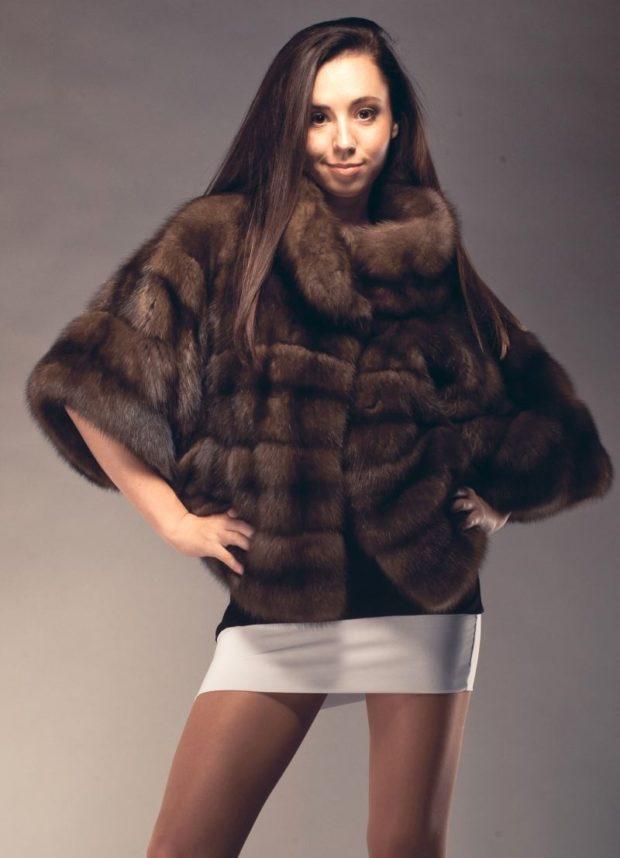 модные шубы 2019-2020: полушубок коричневый с объемными рукавами