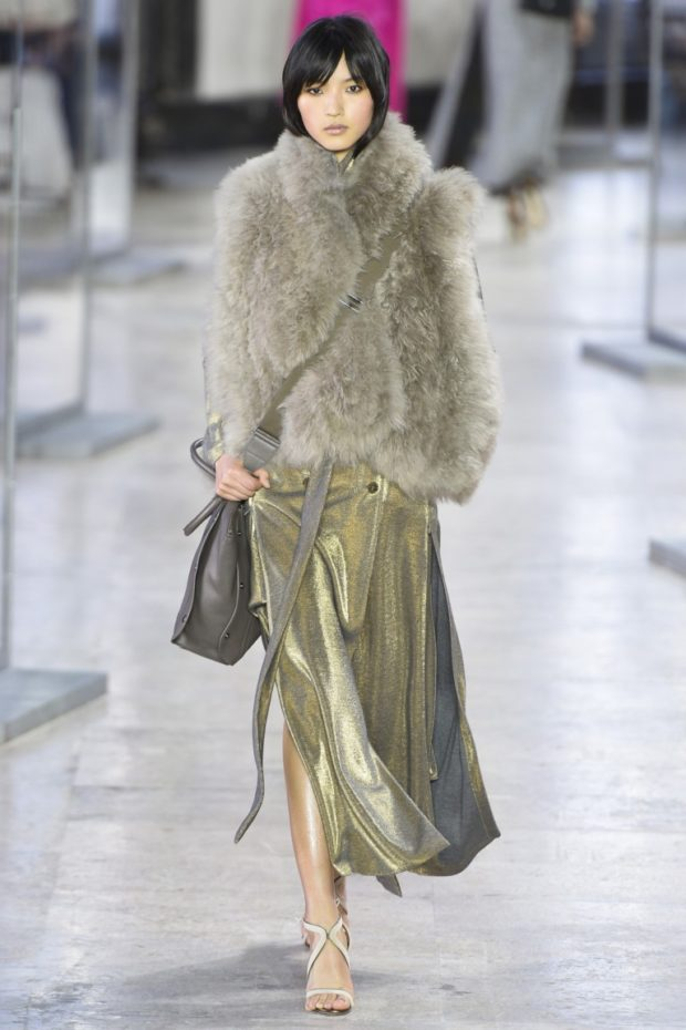 модные шубы 2018-2019: полушубок светлый