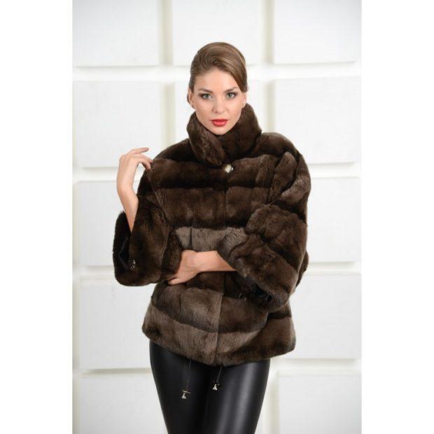 модные шубы 2019-2020: рукав 3/4 поперечка коричневая