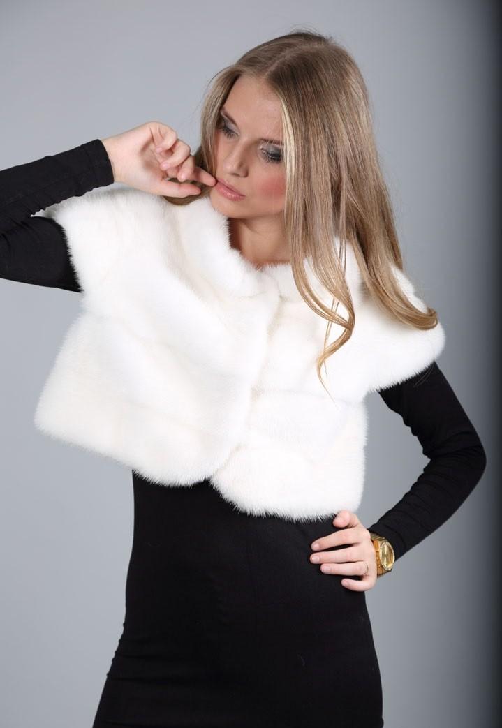 модная шуба 2018: болеро белое с коротким рукавом