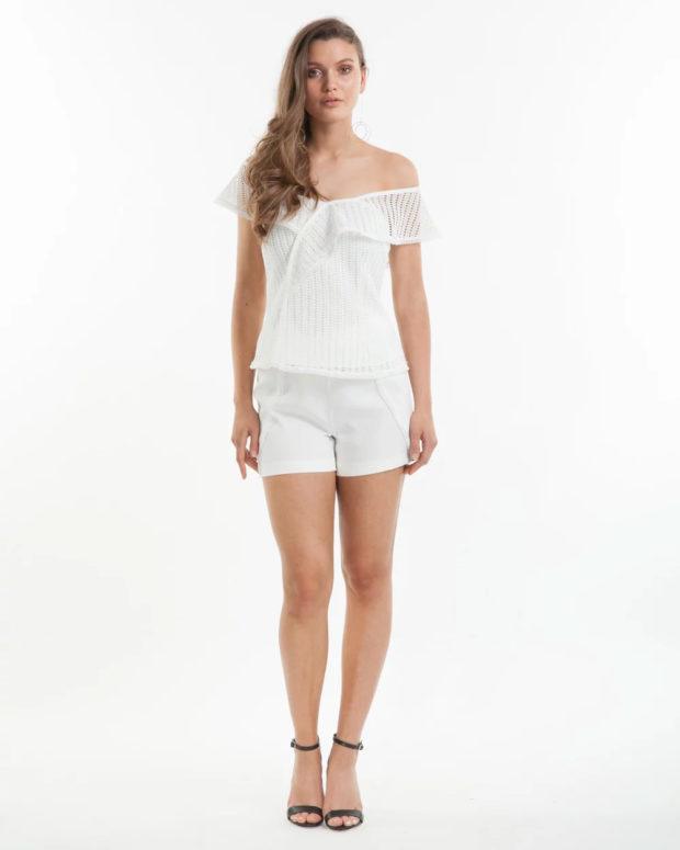 блузка новый год 2018-2019: белая открытая плечи