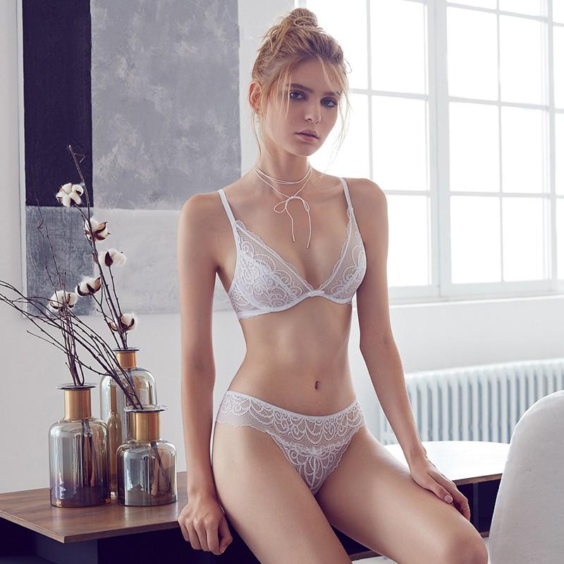 мода нижнего белья 2018: кружевное белый комплект классика