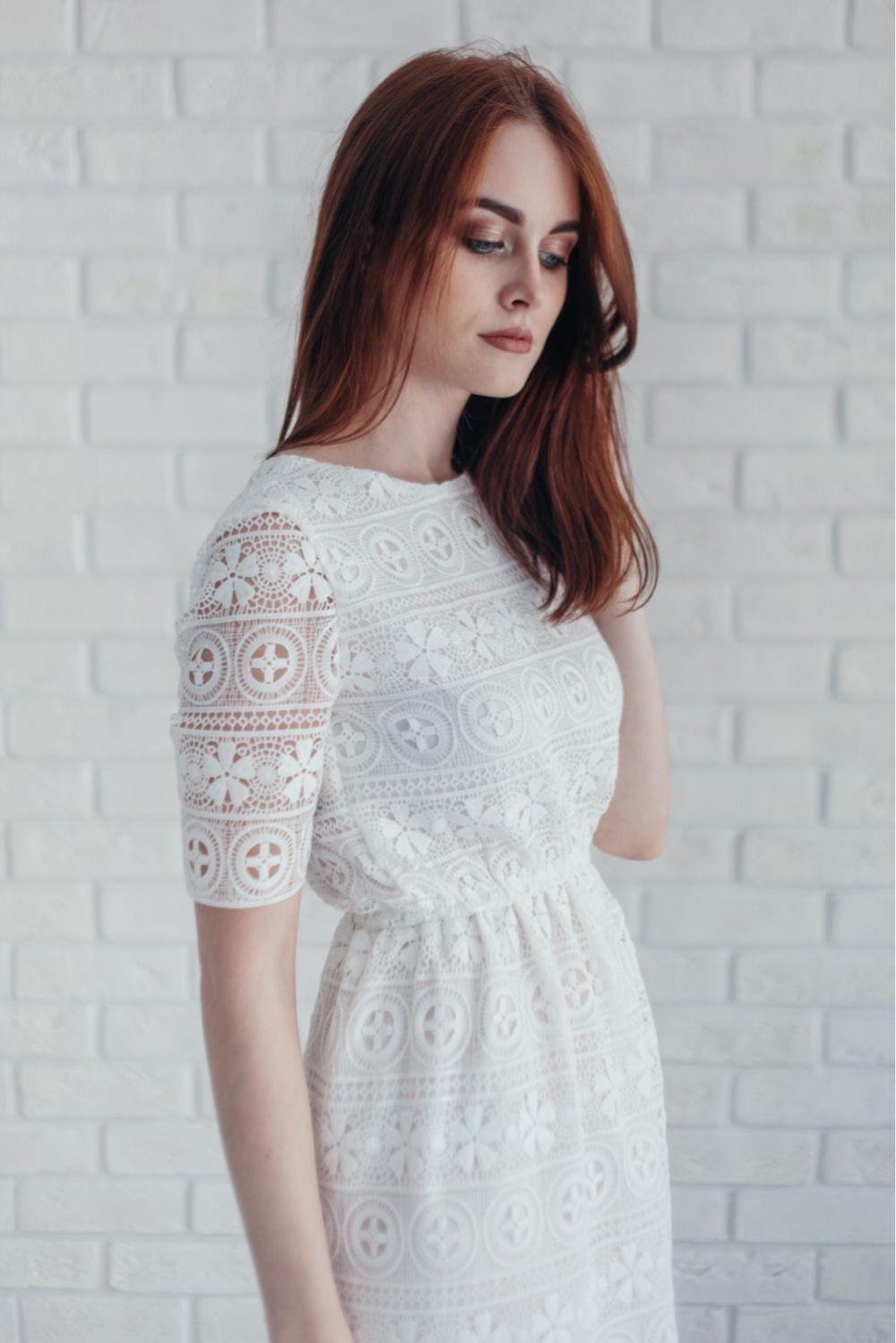 Цветовая палитра вплатьях весна лето 2018: кружевное платья, белого цвета