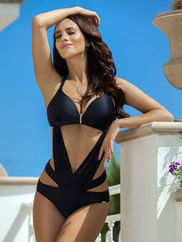 Пляжная мода 2019 тенденци: купальник монокини черное