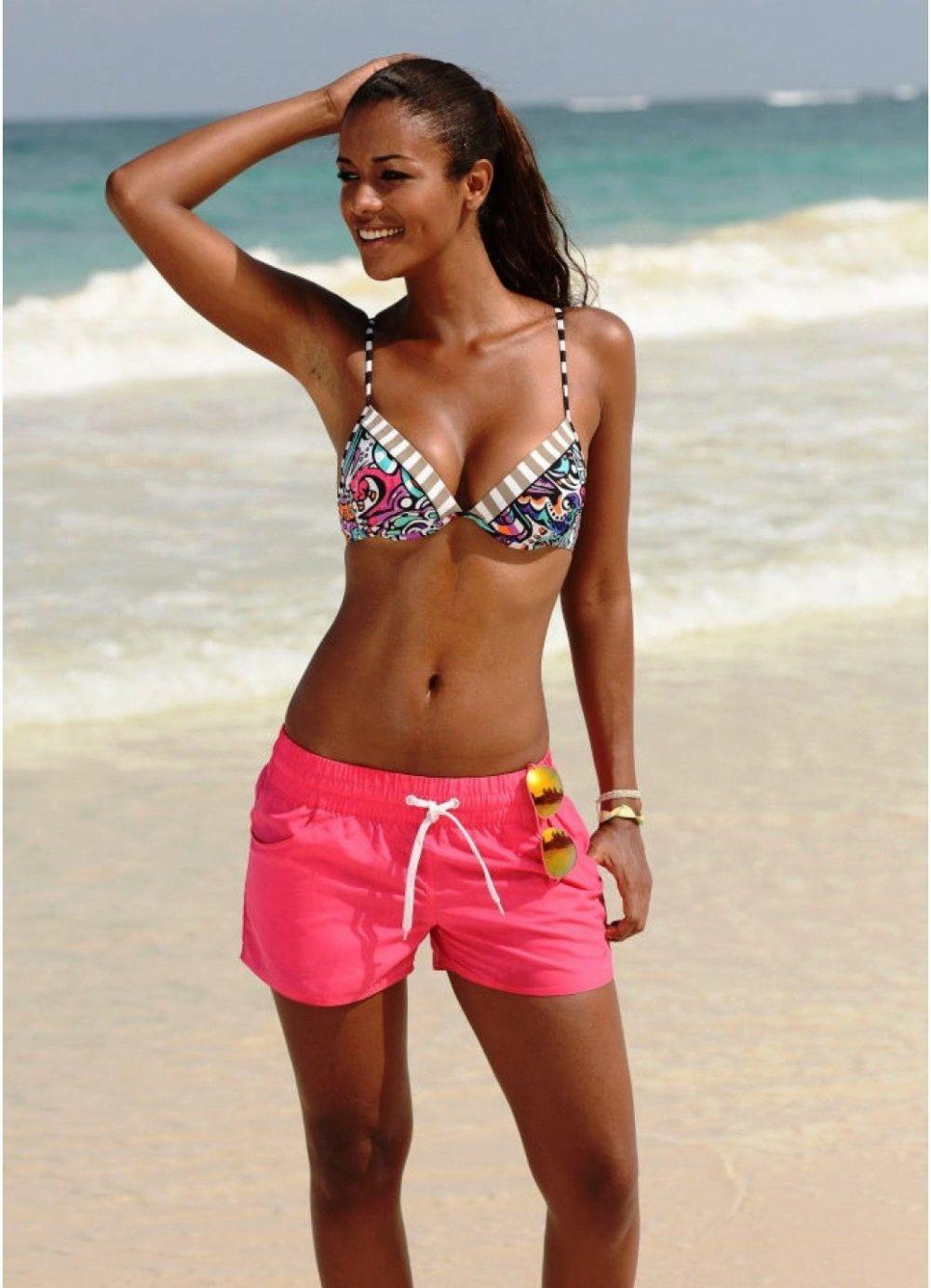 Пляжная мода 2018 тенденции: шорты розовые тканевые
