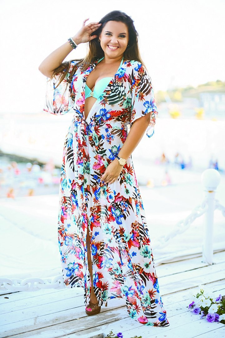 пляжная мода 2018: сарафан в цветы с рукавами