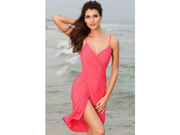 пляжная мода 2018: сарафан розовый на лямках
