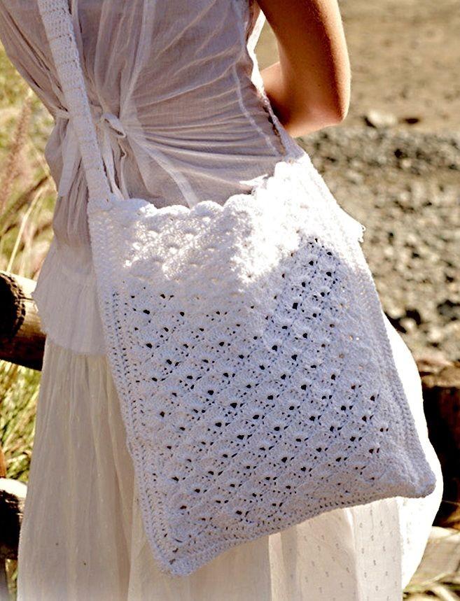 пляжная мода 2019: сумка вязанная белая
