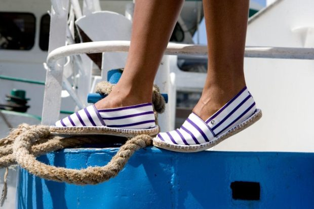 пляжная мода: слипоны полосатые