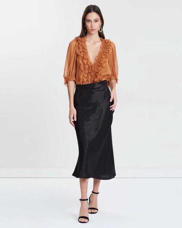 блузка с короткими рукавами: коричневая с рюшами