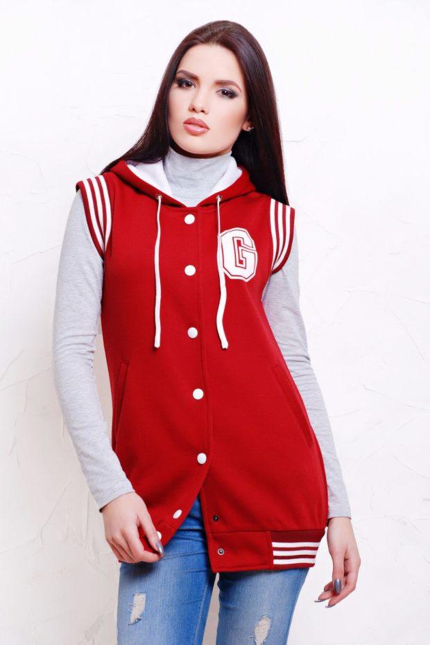 Спортивная верхняя одежда куртки-бомберы красного цвета
