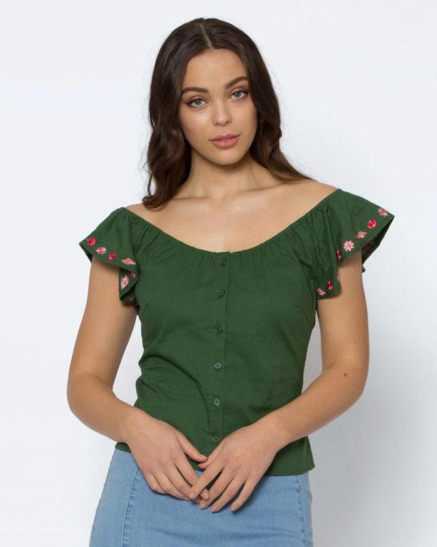 блузки на лето 2019: зеленая без рукавов