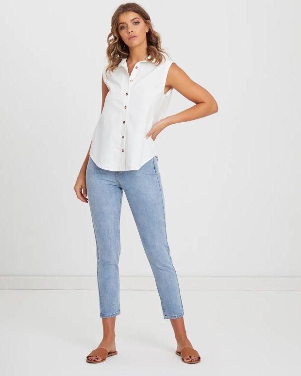 блузки на лето 2019: белая без рукавов