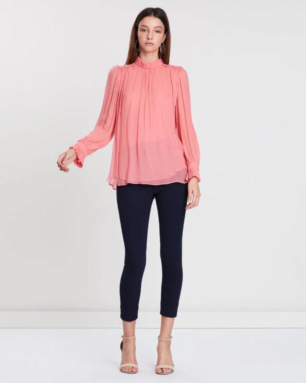 блузка 2019 лето: коралловый цвет закрытая