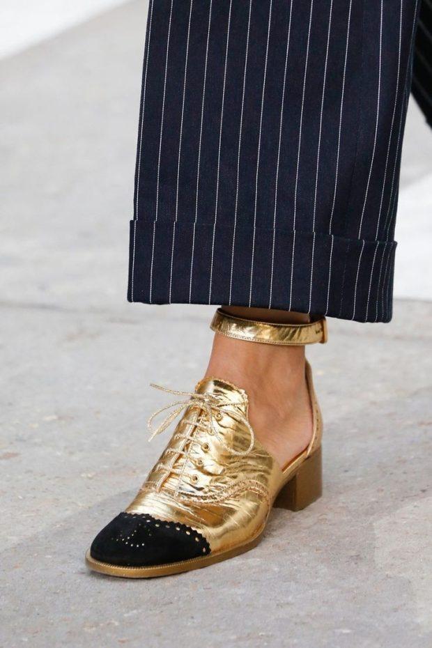 Туфли весна лето 2019: на низком ходу кожа со шнуровкой золотого цвета
