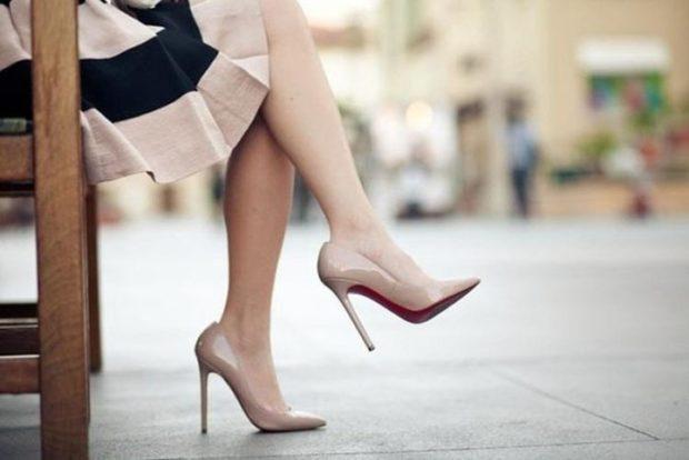 Туфли на шпильке лак-кожа бежевого цвета