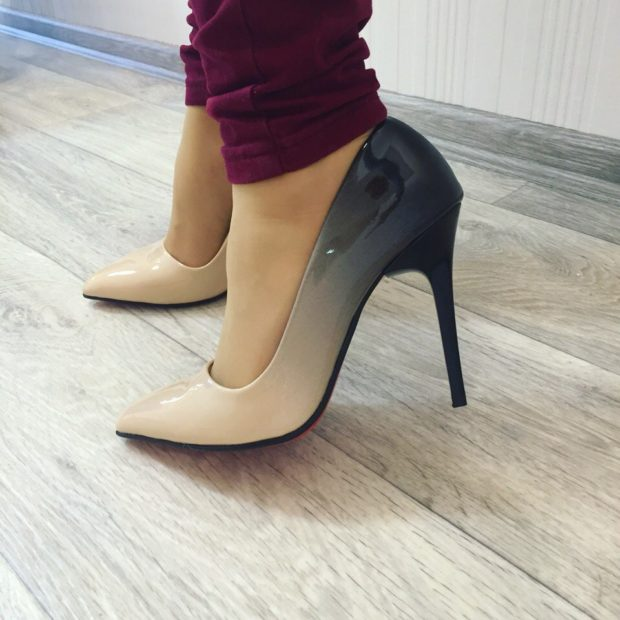 лодочки кожаные на каблуке бежевого цвета