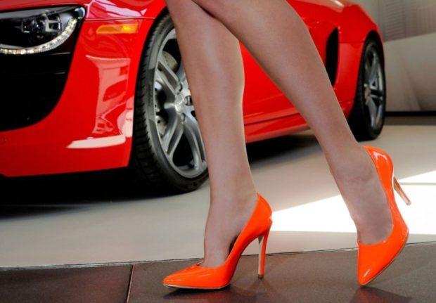 лодочки кожаные на каблуке оранжевого цвета