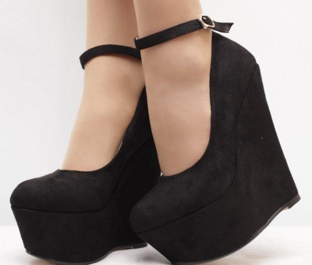 Туфли на платформе с застежкой замшевые черного цвета