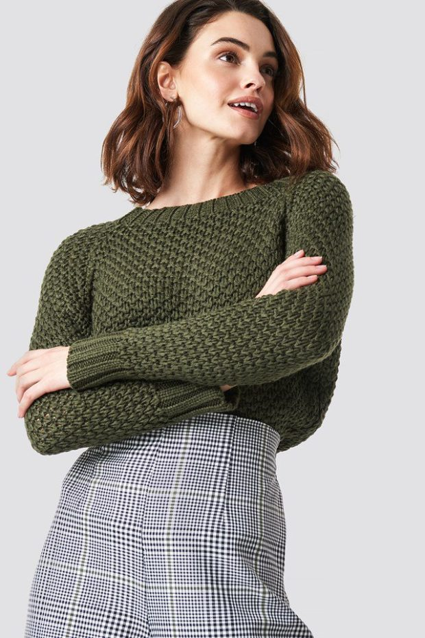 Вязаная мода осень зима 2019-2020: зеленый свитер крупная вязка