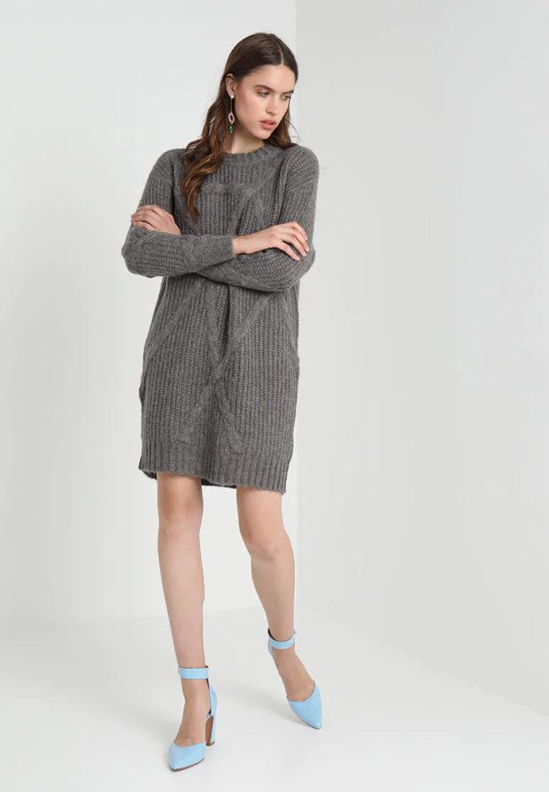 Вязаная мода осень зима 2020-2021: платье темно-серое