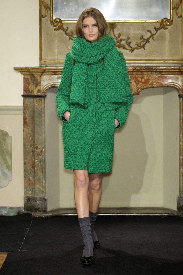 Вязаное пальто осень зима 2019 2020 теплое вязаное пальто крупной вязки с узором,средняя длина,в зеленом цвете