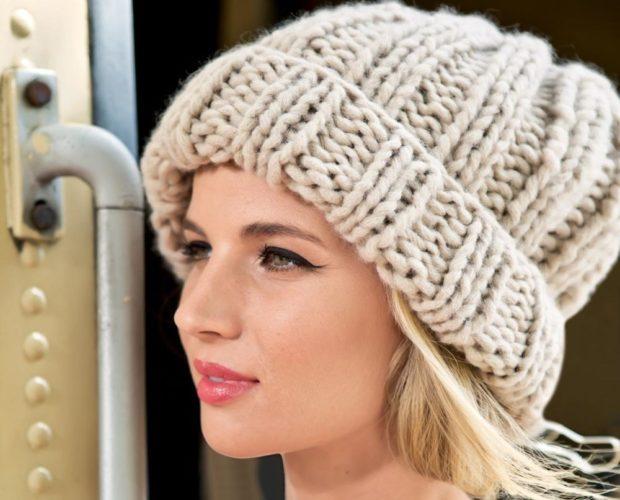 Вязаные шапки осень зима 2019 2020 шапки с подворотом,крупная вязка в полоску