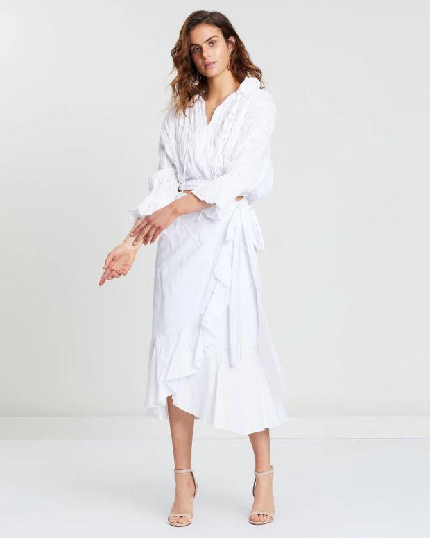 белая блузка: пышные рукава под юбку