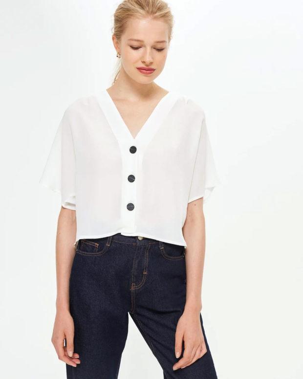 белая блузка: короткий рукав под джинсы