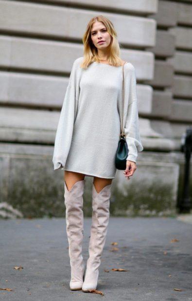 ботфорты с чем носить зимой под платье-свитер серое