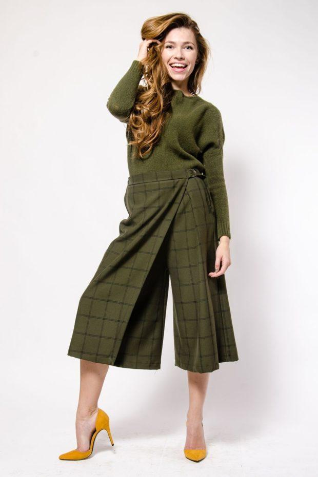 С чем носить брюки кюлоты: зеленые под свитер в тон