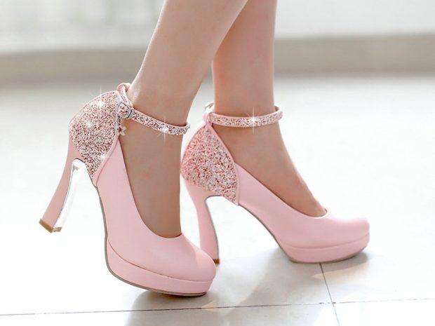 Что одеть на новогодний корпоратив 2019 фото: туфли розовые с камнями