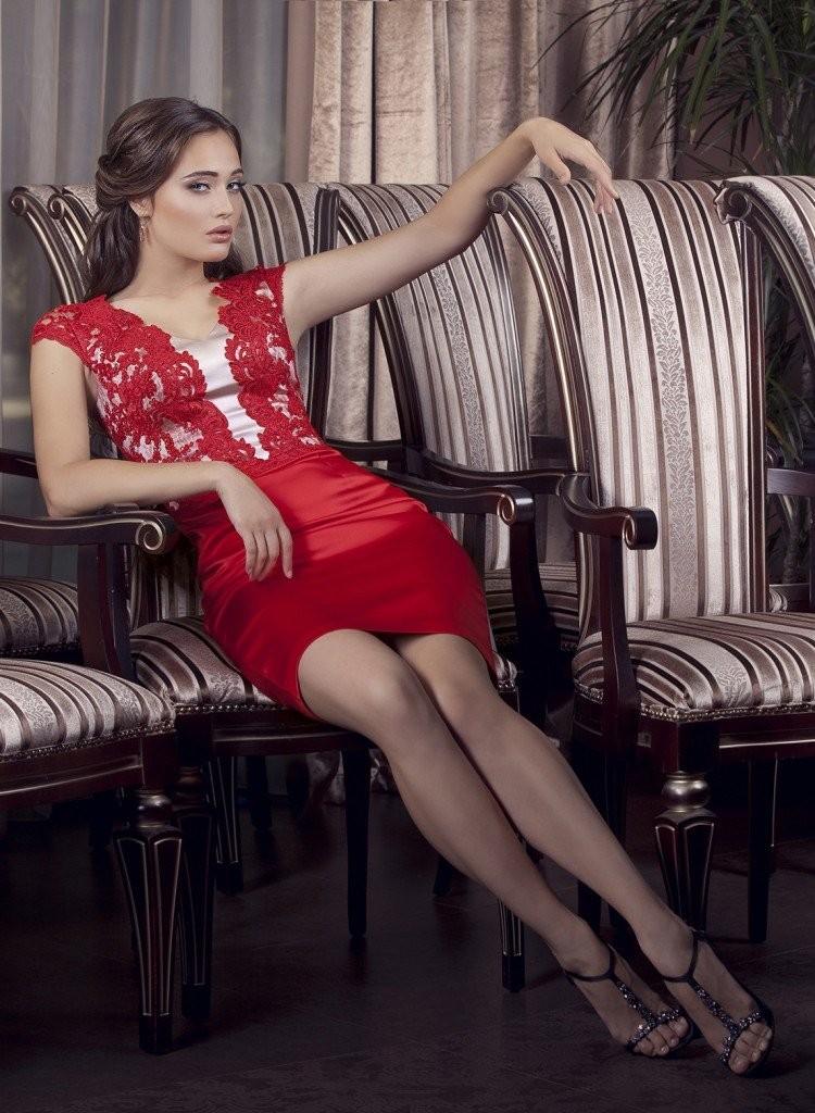 Что одеть на день Святого Валентина 2019: красное с кружевом