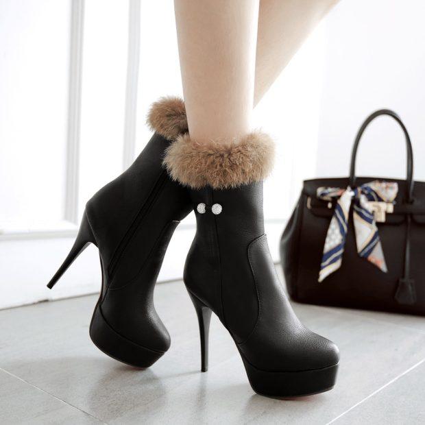 Что одеть на день Святого Валентина 2020: ботинки черные на каблуке с мехом