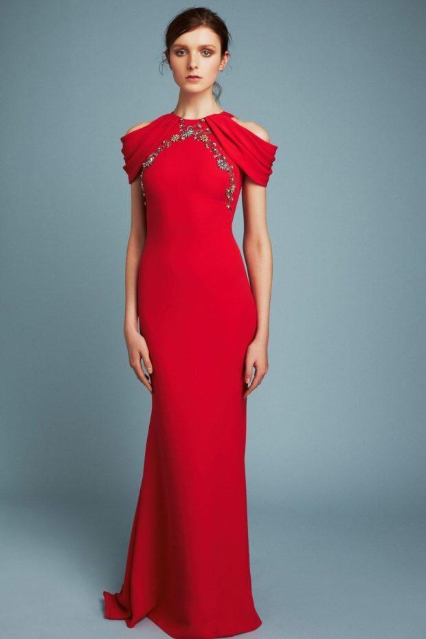 Что одеть на день Святого Валентина 2020: платье по фигуре красное длинное