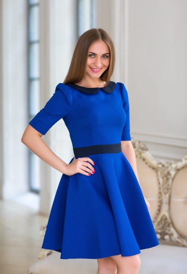 Что одеть на день Святого Валентина 2020: синее платье приталенное