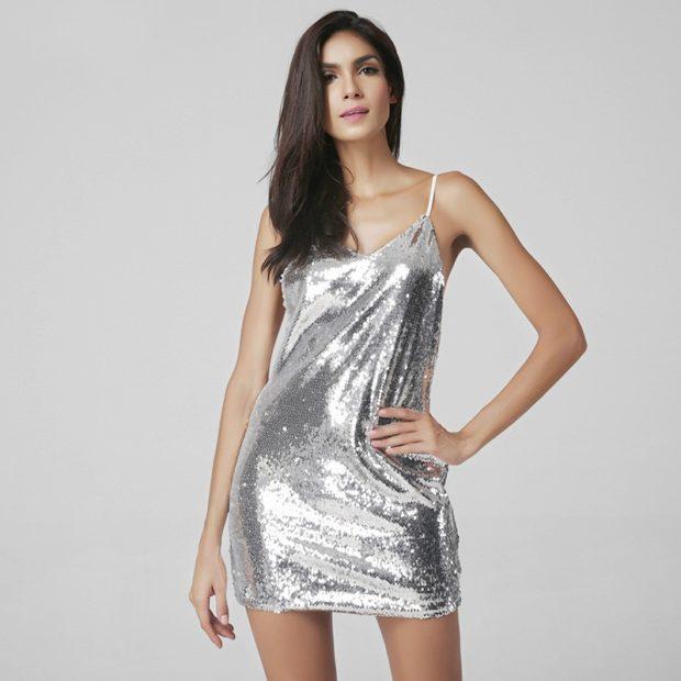 Что одеть на день Святого Валентина 2020: серебристое платье в бельевом стиле