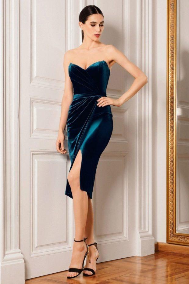 Что одеть на день Святого Валентина 2020: платье миди бюстье бархатное