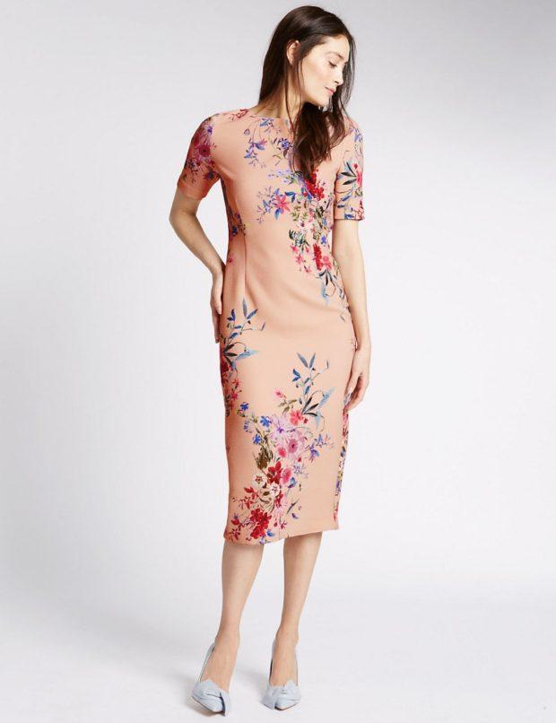 Что одеть на день Святого Валентина 2020: платье миди в цветы