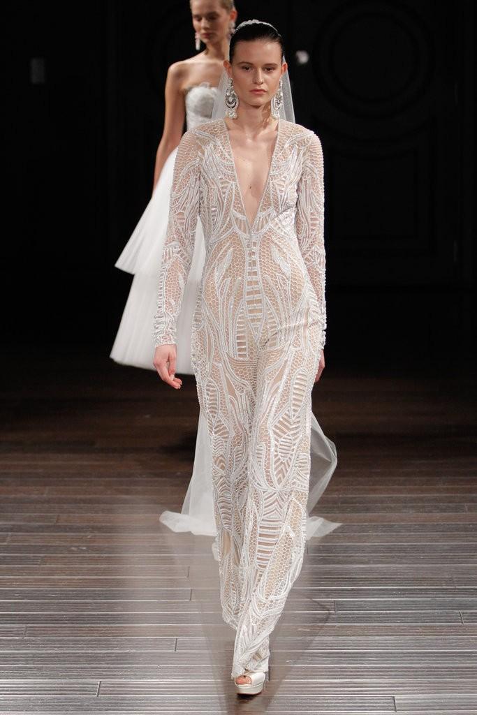 голые платья фото: кружевное белое в пол рукав длинный