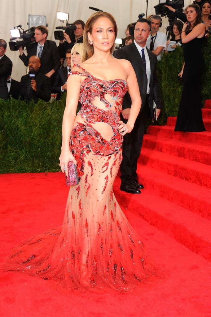 голые платья фото: платье красное в камни