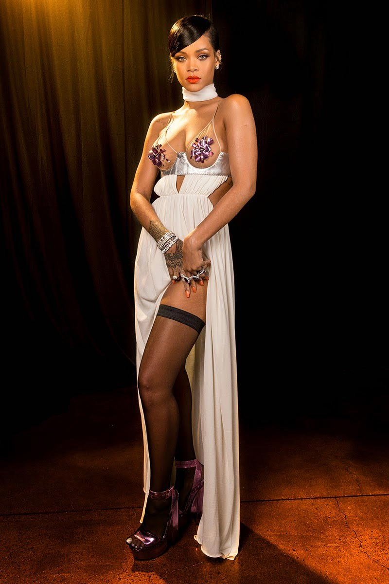 голые платья фото: открытое разрез белое в пол