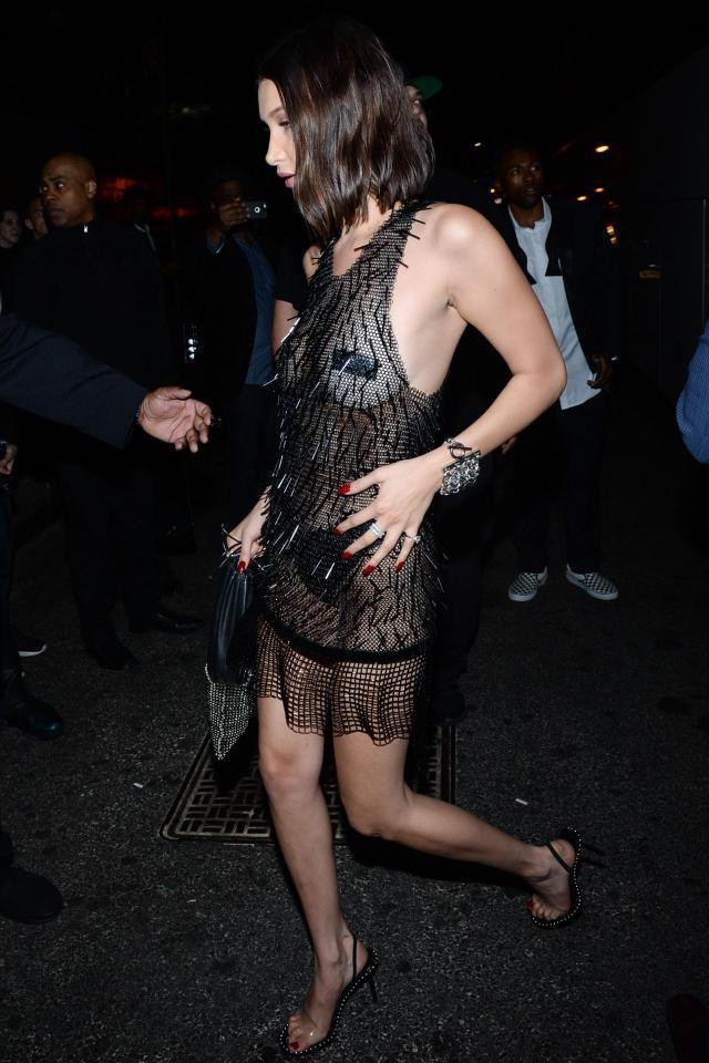 голые платья фото: черное прозрачное сетка выше колена