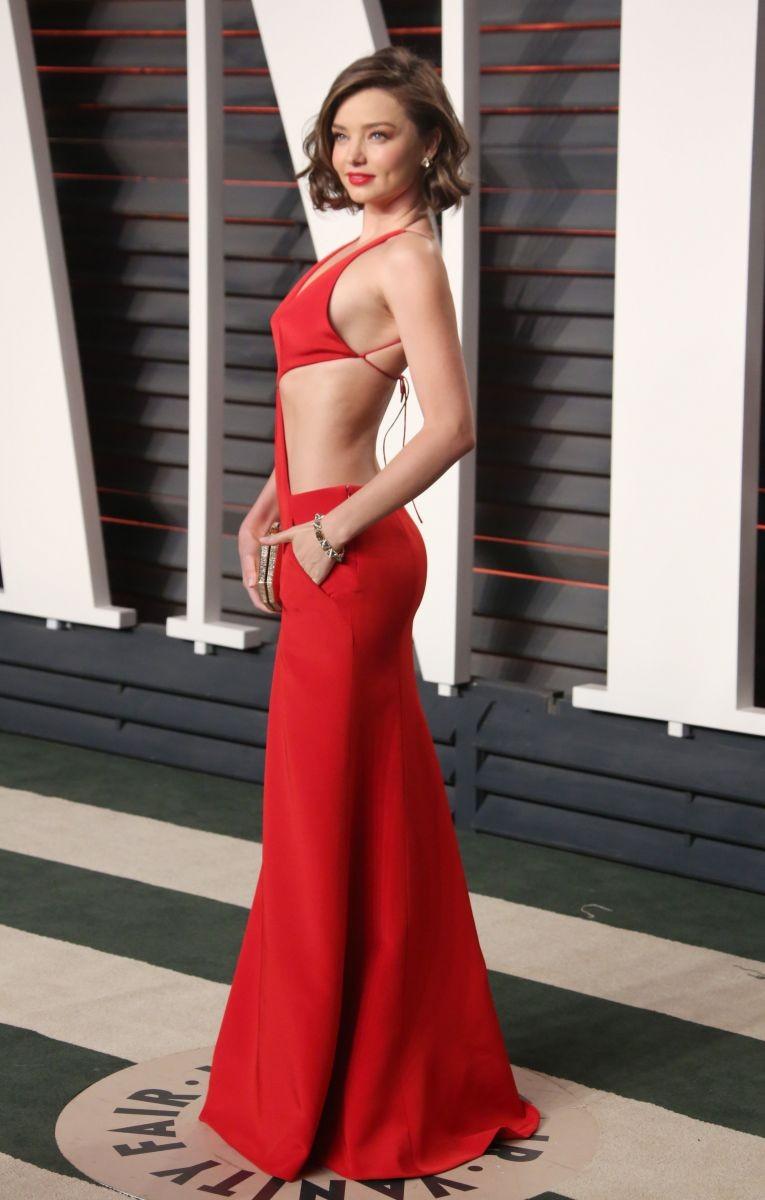 голые платья фото: красное в пол открытый живот и спина
