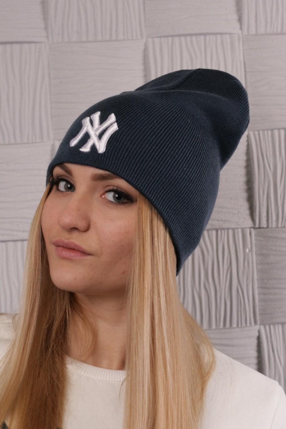 Как носить шапку с челкой: вязаная New York с челкой черная
