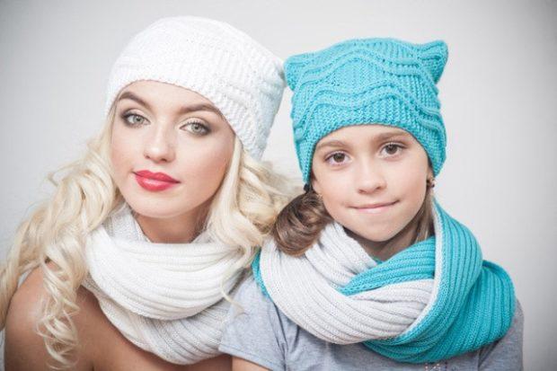 Как носить шапку с челкой: вязаная с челкой белая и бирюзовая